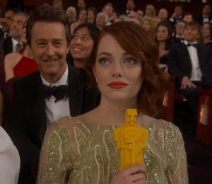 25F8C8FF00000578-2958902-Hilarious_While_she_may_not_have_won_an_Oscar_Emma_Stone_made_do-a-235_1424680408479