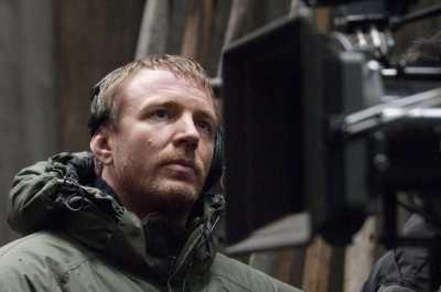 SHH-10323 Director GUY RITCHIE on the set of Warner Bros. PicturesÕ and Village Roadshow PicturesÕ action-adventure mystery ÒSherlock Holmes,Ó distributed by Warner Bros. Pictures.